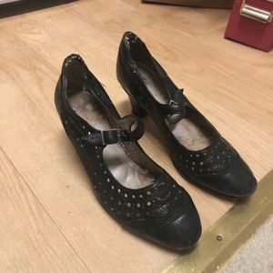 Shoes - Vintage HANDMADE wingtip heels from Argentina